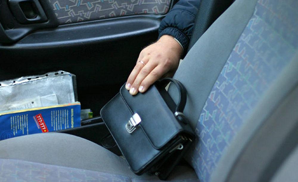 Хищение из автомобиля